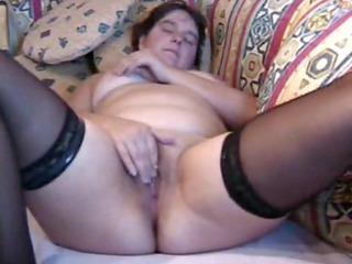 bulky mother i masturbates to big o