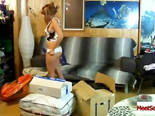 beauty on livecam makes a decision to film her