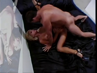 sexy golden-haired cougar jill kelly bangs