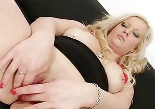 blond sweetheart jenifer acquires her fur pie