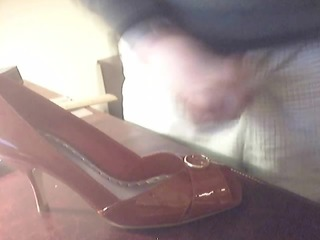 cumming on wifes shoe and wedding band
