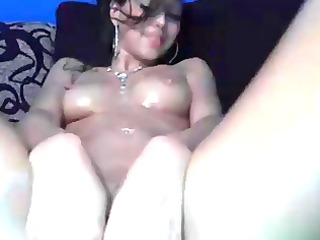 amatuer honey oiling her body on webcam