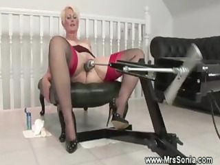 Older lady uses a fucking machine