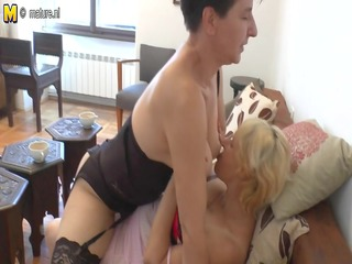 2 aged lesbian babes getting do smutty things