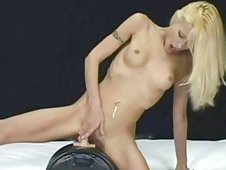 cindy crawford cums on the sybian