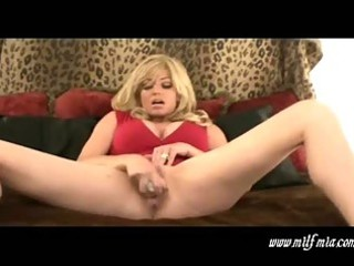 breasty golden-haired mother i mia masturbates