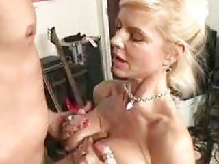 sexy momma crystal white acquires her face hole