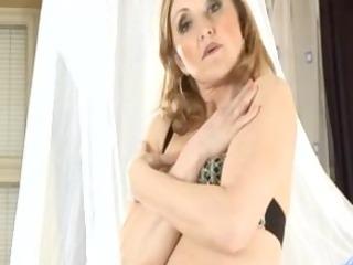 concupiscent mama jarka sucks a weenie and widens