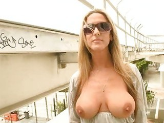 breasty darling can oral-service