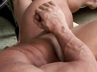 muscle hunk sucks a large schlong