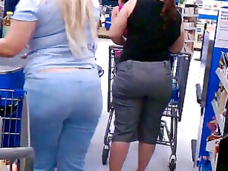 white thick d like to fuck with cleavage voyeur -