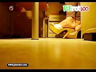 pierotico high-heels taconeando con las maderas