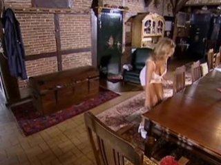 breasty maid cassandra - naturbusen (scene 11)