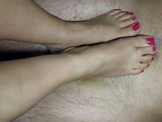 jackys hot feet gives a footjob