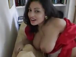 indian sexy housewife changing clothes!!