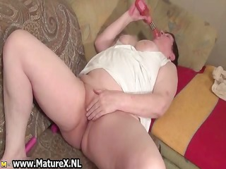 old breasty housewife wanks her hairless part1